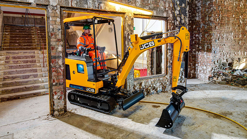 The world's first volume-produced fully electric digger (19C-1E) from JCB (Credit: JCB)